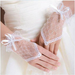 Wholesale Cheap White Fingerless Gloves - New white romantic lace fingerless bridalwedding gloves 2016 bridal accessories Bridal Gloves Cheap Wholesale Price Wedding Gloves