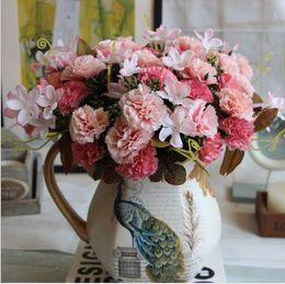 großhandel künstliche blumen nelken Rabatt Großhandel Künstliche Die Europäischen 6 Gabel Nelke Blume Bouquet von 5 Farbe Blume Dekoration Seide Blume Simulation Hochzeit Kränze