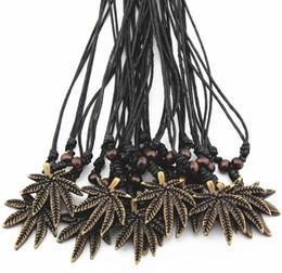 2019 disegni gratuiti per il paesaggio Lotto all'ingrosso 12 pz imitazione di yak osso intagliato marrone acero foglie pendenti collana di fascino choker regalo mn365