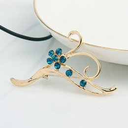 Wholesale L Brooch - Exquisite flower brooch fashion classic personality lovely for women L-72008