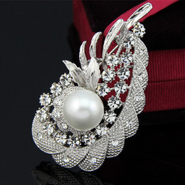 Wholesale Cheap Costume Jewelry Pearls - New Fashion Clear Crystal Vintage Women Costume Jewelry Pearl Brooch B901 Elegant Flower Party Dress Pins Factory Direct Sale Cheap Price