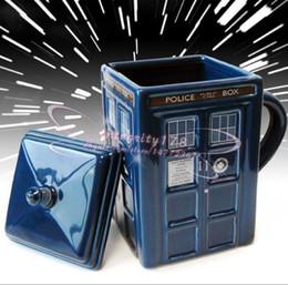 2019 decorazioni pupazzo farcite Doctor Who Figural Tardis Mug, 17 oz / tazza di acqua in ceramica / Kurt Adler Doctor Who Tardis Figural Ornament