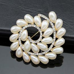Wholesale Wholesale Cross Dressing China - Free postage 2016 new high-grade diamond brooch Korean pearl corsage flower wedding dress factory direct wholesale diamond brooch