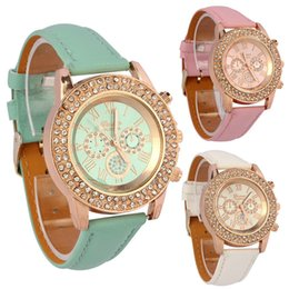 Pulseiras vogue on-line-Atacado-Vogue Mulheres Ladies Crystal Dial Quartz Analógico PU Leather Bracelet Wristwatch Tops