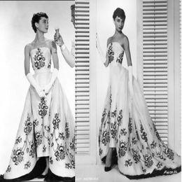 Wholesale Black Gold White Wedding Dress - Romantic Audrey Hepburn Black And White Wedding Dresses A Line Vintage Strapless Modest Wedding Dress Embroidery SweepTrain Vestido de noiva