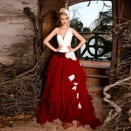 Único Vermelho e Branco Vestidos de Casamento Assimétrico Um Ombro Ruched Dois Tons De Noiva Vestidos Feitos À Mão Flores Trem Da Varredura Feito Sob Encomenda de Fornecedores de vestidos assimétricos vermelhos