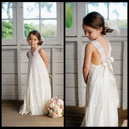Wholesale White Maxi Dress Wedding - Romantic V-neck Summer Boho Flower Girls Dresses Floor Length Vintage Maxi Ivory Lace Flower Girl Dresses Suitable for Beach Wedding