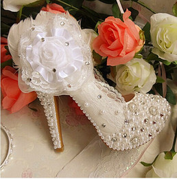 Wholesale Bridesmaids Wedding Shoes - Elegant Wedding Bridal Dress Shoes with Lace Applique Beaded Rhienstone Party Prom Shoes Woman White Bridesmaid Shoes