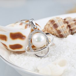 Wholesale 017 Statue carved pearl pendant fashion jewelry natural satellite entry clavicle chain classic pearl pendant