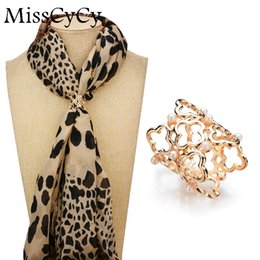 Wholesale Vintage Scarf Pin - MissCyCy Simulated Pearl Scarf Clip Vintage Brooch Women Fashion Hollow Metal Flower Brooches