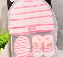 Wholesale Winter Hats Mittens - 3pcs set Newborn Baby Gift Set Newborn Baby Hat Socks Mittens Set Coming Home Outfit Baby Socks Newborn Mittens Cotton Baby Mittens 0-6Mos