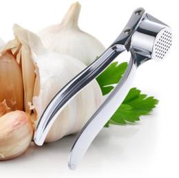 Macchina di zenzero dell'aglio online-Aglio Crusher Press Tritacarne Utensili da cucina in acciaio inox Ginger Garlic Clip Machine 2015 Nuovi gadget frutta verdura
