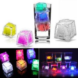 Luz de hielo barata online-1200PCS Barato Flash Ice Cube Water-Actived Led Light Poner en el agua Beber automáticamente para fiestas Bares de bodas Iluminación navideña