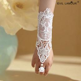 Wholesale Korean Fingerless Gloves - Elegant Ivory Long Pearl Hollow Lace Bridal Gloves Hand Catenary Fingerless Korean Wedding Bracelet