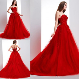 Wholesale strapless dress straps - Red Prom Dresses Strapless Lace Appliques Chapel Train Tulle Red Evening Gowns Red Zipper Back Bridal Gowns Formal Dresses Vestidos