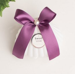 Wholesale Pearl Candy Favors - 50 X Creative Plastic White Shell Wedding Favors Candy Boxes Chocolate Boxes Bomboniera Party Gift Box With Bowknot & Faux Pearl