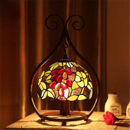 2019 glasfenster schreibtisch lampen Europa Retro Glasmalerei Tischlampen Kreative Europäische Luxuriöse Klassische Farbe Glas Braun Schreibtischlampe Schlafzimmer Nachttischlampe Dia 20 cm günstig glasfenster schreibtisch lampen