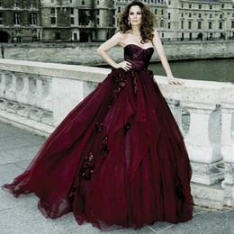 Wholesale Gothic Ball Gown Dresses - 2015 Gothic Victorian Ball Gown Wedding Dresses Halloween Cosplay Bridal Gowns Burgundy Ruched Sweetheart Tulle Prom Gowns Handmade Flowers