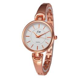 Venta al por mayor precio barato regalo de navidad 2 colores oro rosa plata aleación acero reloj de pulsera reloj para mujer desde fabricantes