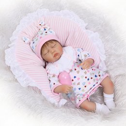Wholesale Reborn Baby Girl Sleeping - Wholesale- Sleeping 17 Inch 42cm Soft Silicone Reborn Baby Doll Realistic Looking Baby Girl Doll Toddler Cotton Body Xmas Gift
