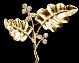 Wholesale Top Quality Clothes China - Top Quality New Korean Shining Blue White Crystal Gold Alloy Leaf Brooch Pins Clothing Dresses Accessory DR
