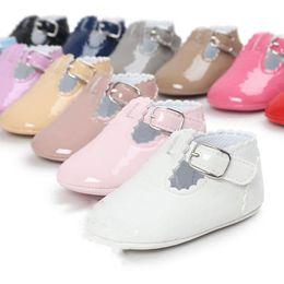 Sapatos patenteados para bebês on-line-New Kids party Princess dress Sapatos infantil PU botas Meninos meninas Patente de couro Baby First Walkers