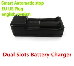 cargador de ranura Rebajas Cargador de batería dual de las ranuras para 18650, 14500, 17500, 18500, 26650,10440, 16340, y cargador universal 17670 del enchufe doble UE / los EEUU Envío libre
