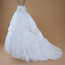 Tamanho médio do vestido on-line-Em estoque 2018 barato tamanho médio branco nupcial crinolina capela tribunal trem vestido de noiva petticoat