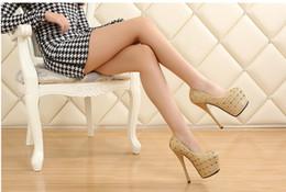 Sapatas douradas do diamante on-line-Novos Sapatos De Casamento De Diamante De Salto Alto À Prova D 'Água rodada cabeça de luz dourada boca sapatos femininos
