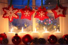 2019 decorazione candela rossa Gli ambiti di provenienza della foto di Buon Natale hanno stampato le decorazioni di Natale della finestra di vacanza di inverno delle palle della luce rossa della candela delle stelle del fiocco di neve delle decorazioni decorazione candela rossa economici