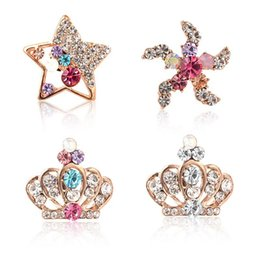 Wholesale Wholesale Starfish Brooch Pin - 10pcs lot Attractive Mixed Rhinestone Breastpins Hollow Crystal Star Starfish Crown Brooches Girls Festival Gifts wx704