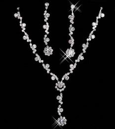 2019 sistemas de la boda de cristal Barato nupcial encantador de la aleación plateado diamantes de imitación de cristal collar de la joyería conjunto para la boda de la dama de honor de la novia del partido de fiesta envío gratis 15049 rebajas sistemas de la boda de cristal