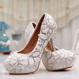белый цветок свадебная обувь Скидка Новые красивые свадебные туфли круглый toe белый кружева аппликации цветок высокие каблуки свадебные платья обувь Кристалл невесты платье насосы