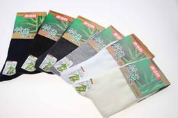Envío al por mayor-libre 2015 Nueva fibra de bambú, tecnología de carbono de bambú, calcetines de los hombres delgados calcetines de material natural 100% puro desde fabricantes