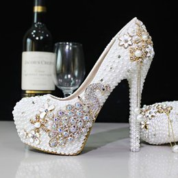 Wholesale Ivory Rhinestone Bridal Shoes - 2017 Glitter Cheap Wedding Shoes Pearls Crystals Beads Pumps Shoes Gold Rhinestone Lace High Heels Bridal Shoes Free Shipping WS5