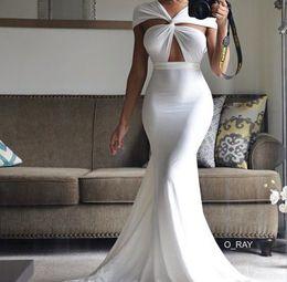 Vestito da promenade sirena kim kardashian online-Kim Kardashian White Hollow Mermaid Abiti da sera lunghi formali Senza maniche Elegante Prom Dress Abiti da festa sexy Abiti da festa Plus Size