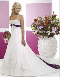 Argentina Venta caliente nuevo elegante blanco y púrpura Emboridery vestidos de novia sin mangas satinado tribunal tren sin tirantes vestidos de novia Suministro