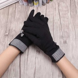 Wholesale C Cashmere - Wholesale- C 2016 New Female Gloves Winter Warm Gloves Wrist Cute Bow Design Elegant Cashmere Mittens Skid Gloves Women's Mitts Luvas