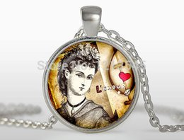 Wholesale Paris Crystal - 1pc Retro Queenart Photo Glass Cabochon pendant necklace pendnat necklaces Jewelry I love Paris gift FTCN281
