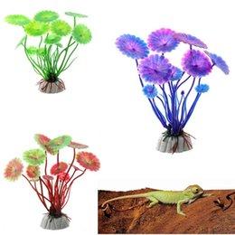 piante di loto di plastica Sconti Vendita calda di plastica foglia di loto piante erba artificiale decorazioni acquario piante serbatoio di pesce erba fiore ornamento Decor