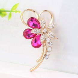 Wholesale Cheap Wholesale Wedding Gifts - Red Blue Crystal Rhinestone Flower Brooch Gold Finish Gilt Elegant Women Wedding Party Pins Brooches Hot Sale Festival Gifts Cheap