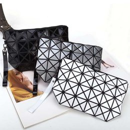 Wholesale Fold Mobile Phones - Fashion geometric triangle rhombus fold over square mosaic clutch new women solid color folding bag casual mobile phone bags