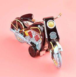 grandes juguetes helicóptero Rebajas Wholesale-Handmade Classic Motor Wind Up Iron Toys Coleccionables Retro Hojalata Juguetes Juguetes Decoración de bar de vinos