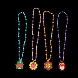 2019 collier de lumières de fête led led noël Enfants LED Collier de Bande Dessinée Flash Light Pendentif Collier Pour Enfants Décoration De Fête De Noël Accessoires Jouets Cadeaux Pas Cher, Gratuit collier de lumières de fête led led noël pas cher