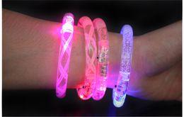 Bracelete LED acender piscando Glowing pulseira Piscando pulseira de cristal Party Disco Presente de Natal de