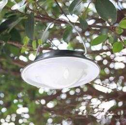 2019 luz de suspensão portátil ao ar livre IP65 impermeável ao ar livre Solar do diodo emissor de luz Portátil Camping da lâmpada exterior do jardim do solar do painel de lâmpadas de decoração de Árvore de exigível solar hanging lamp desconto luz de suspensão portátil ao ar livre