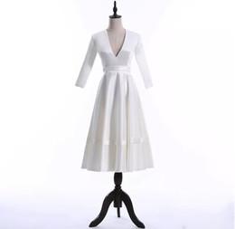 2019 Moda V-neck A linha de vestidos de noiva para festa de verão sem encosto Tea-comprimento vestidos para festa Custom Made Vestidos de noiva para festa barato de Fornecedores de vestidos de noiva de noiva de comprimento de chá