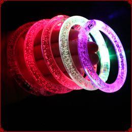 Braccialetto lampeggiante del braccialetto di 100pcs / lot LED di trasporto libero del DHL Braccialetto in su lampeggiante per natale da giocattolo anello giroscopio all'ingrosso fornitori