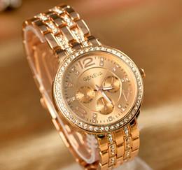 женва часы женщины серебристый Скидка Мода золото / серебро / розовое золото / коричневый Кристалл Женева стальной ремень часы мужчина / женщина Женева часы 10 шт.