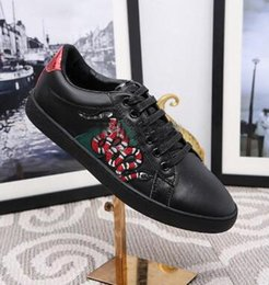 Wholesale Gold Snake Shoes - 2018 Hot New Designer Fashion Snake Print for Love Sneakers Low Top Black And White Leather Men Women G G Casual Shoes
